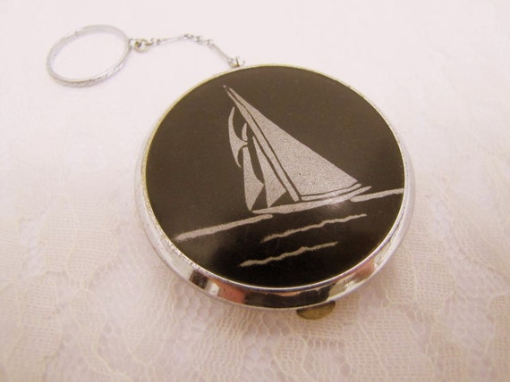 Finger Chain Compact - Art Deco Sailboat - Black and Silver