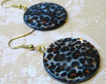 Leopard spot round shell earrings - tribal
