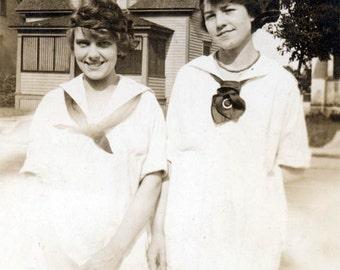 1917 2 Pretty teenage Young Women Sweetest Smiles original vintage photo