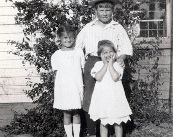 Little straw hat Brother w two cute sisters Vintage photo