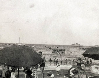 vintage photo Catalina Island Aug 1924 Bathing Beach goers