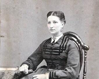 vintage photo Carte de Viste young woman  book Doremus gallery patterson new jersey