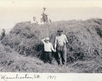 vintage photo 1917 Pitching Hay Manchester Vermont