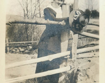 vintage photo 1918 Woman w Big HAt by the Fence