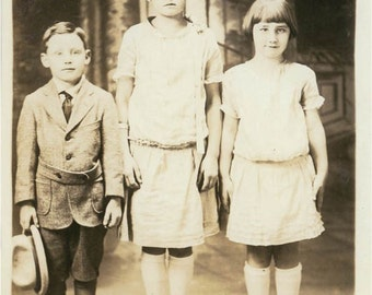 3 Well Dressed Children Brownscombe Family Vintage postcard photo