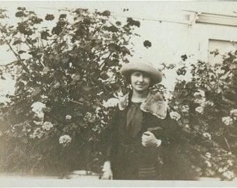 Cute Gal Clutch Purse Fur collar Stands rose Garden original vintage photo