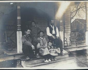 Family Front Porch Farmers Peoria Illinois 1908 original vintage photo