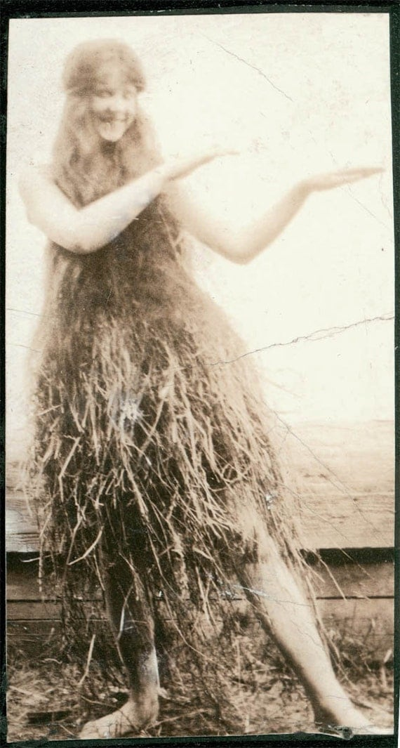 Vintage Photo Of Grass: Vintage Photo Hula Girls Long Hair Grass Skirt