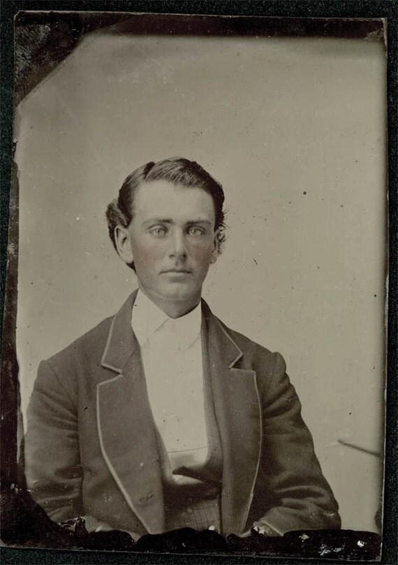 vintage photo Handsome Blue Eye Man Tinted Cheeks Tintype