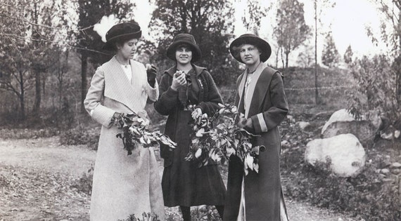 vintage photo 1914 EAster Sunday 3 Women Walk Gather Flowers Eat Apples