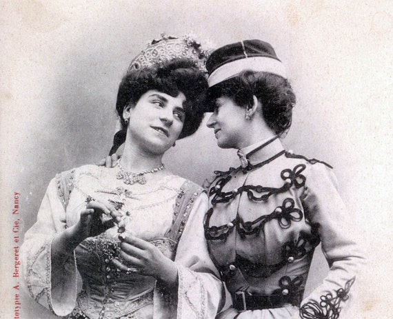 vintage photo Carte Postale TWo Women Share intimate moment postcard France 1903