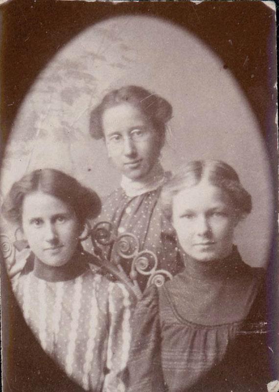 vintage photo wonderful 3 Girls 1899 gem miniature