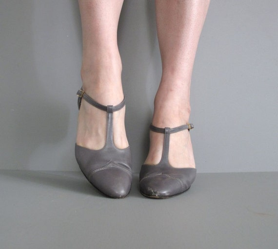 Vintage Salvatore Ferragamo Gray T Strap Heels 7 5