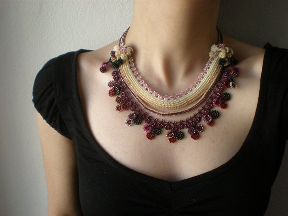 Phlox Subulata  ... Beaded Crochet Necklace - Cream Pink Plum - Colorful Flowers