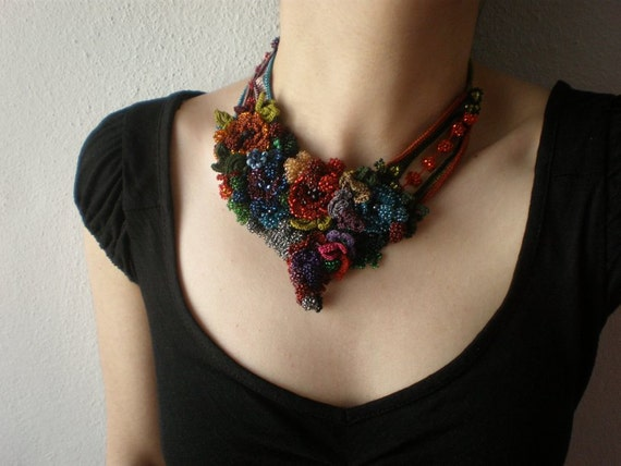 Callirhoe Papaver  ... Freeform Beaded Crochet Necklace - Flowers