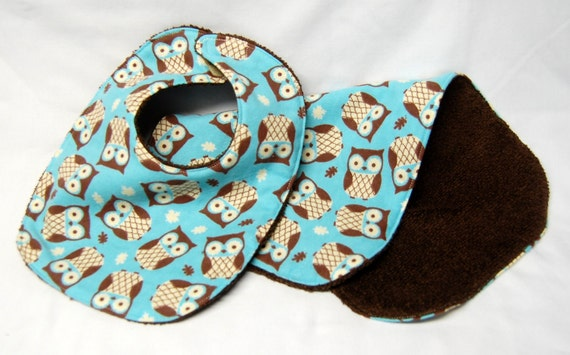 Bib and Burp Cloth Set, Baby Shower Gift, Welcome Baby Gift: Teal Owls on Brown