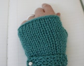 KNITTING PATTERN: Classic Fingerless Gloves