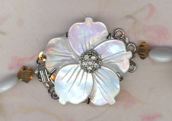 Mother of Pearl Flower Clasp Necklace