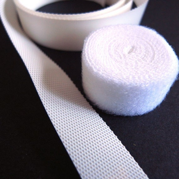 a yard of thin velcro for your DIY blythe's clothes