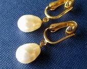 Ivory Pearl Teardrop Clip On Earrings, Gold Clip Earrings, Bridal Wedding Ear Clips, Cream Pearls, Handmade, Plump Pearl Drop