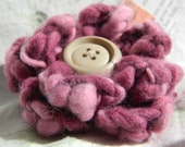 Hand-crocheted flower brooch with vintage button in pink