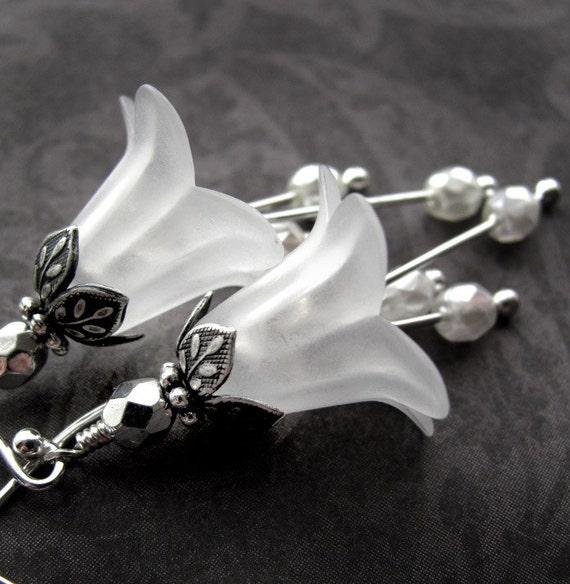 Wedding White Flower Earrings - Vintage Style Wedding Jewelry, White Flower Blossom, Antiqued Silver, Bridal Jewelry, Garden Wedding