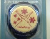 SALE - SNOWFLAKESFiskars 3 in 1 Corner Punch-Snowflakes