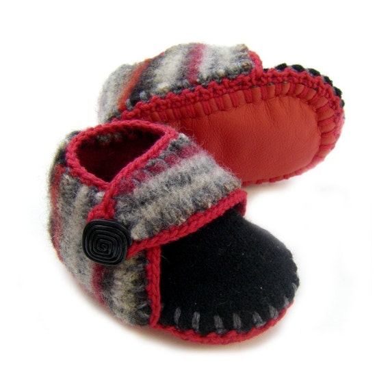 Baby shoes in felted wool and cashmere, 3 to 6 months