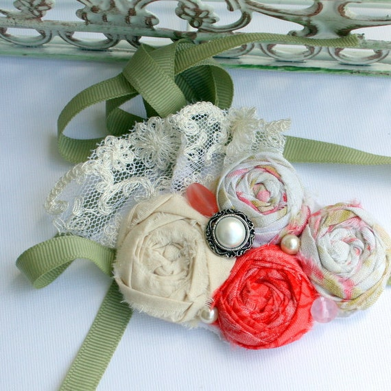 Fabric Rosette Bib Choker  Necklace SPRING ROSES Mini Red and Green
