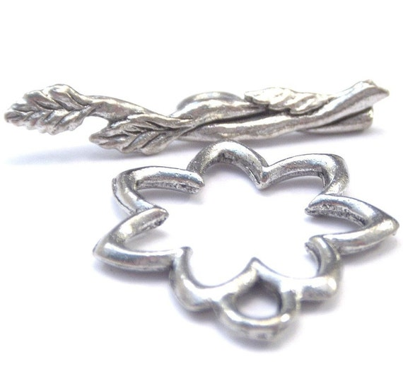 Pewter Daisy 17x19mm Toggle Clasp - Two
