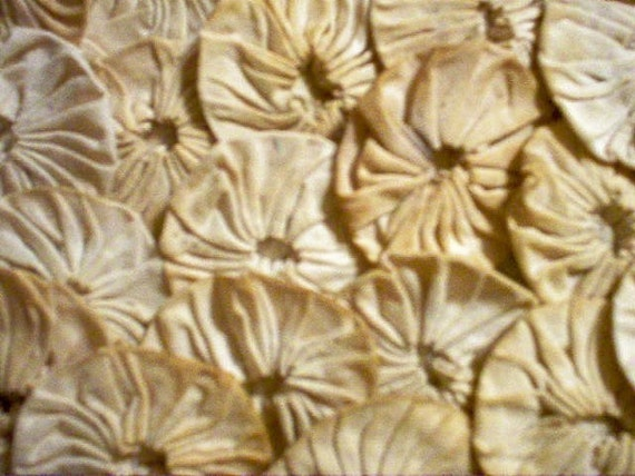 Primitive Fabric Flowers  YoYo Quilt 40 Natural Rustic Shower  Paris French Antique Tea Dye Button Wedding Rosette Scrapbook Applique Trim