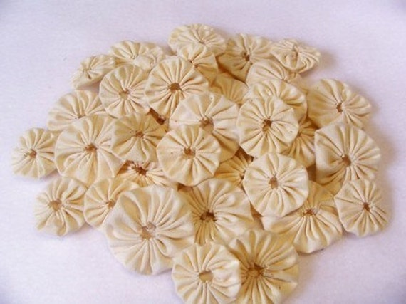 YoYo Applique Fabric Flowers 40 Bride Cream Ivory Ecru White Wedding Bridal Hair Headband Trim Rosette Barrette Brooch Garland Scrapbook