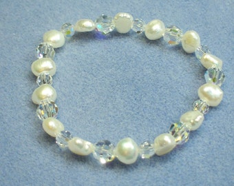White Freshwater Pearl and Crystal Bracelet (568)