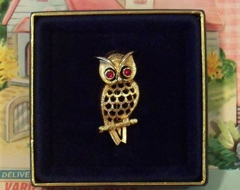 Vintage / Owl Pin / Brooch / Avon (c)