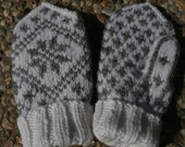 Traditional Child Mitten size 2-3 years. Pattern offered in both English AND Norwegian text