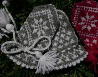 Traditional Child Mitten PATTERN size 9-12 months. Offered in both English and Norwegian text