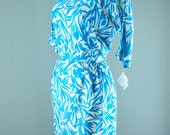 1950s silk wiggle dress size medium Teal and White hourglass floral summer Mad Men 60s flower print