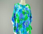 1960s caftan style blouse size medium Accordion pleats 60s blue and green Water color floral Muu Muu