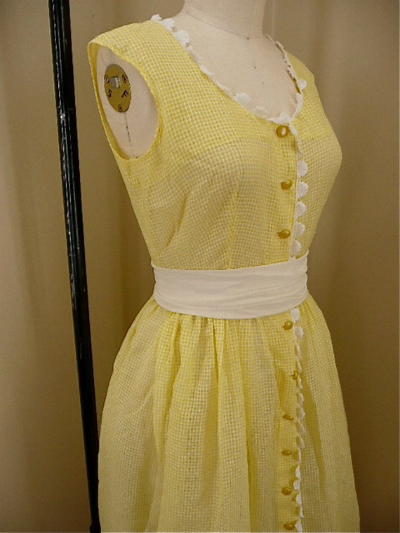 Adorable 1960s yellow summer dress size medium / large rockabilly 50s 1950s mad men sleeveless