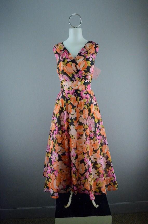 Sweet little chiffon summer dress size x small wrap bust fitted waist summer garden party