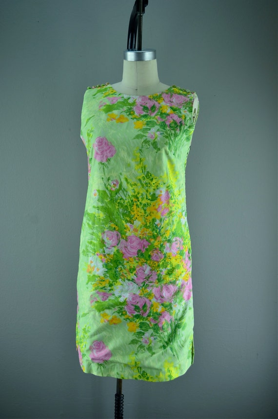 1960s floral sheath  Vintage shift  60s Mod dress size small lilli pulitzer style pastel flower print