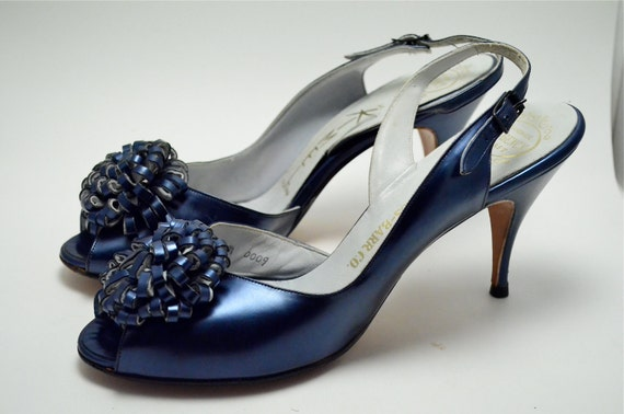 GORGEOUS 1950s Mr. Kimel shimmering blue heels size 7 narrow 50s metallic navy Pearlescent flower peeptoe