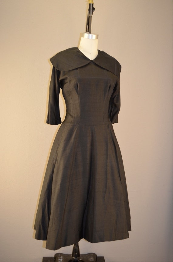 Late 40s New Look silk dress size medium Full skirt Exaggerated collar black 1940s casual day Black vintage