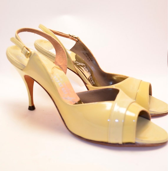 Pale yellow early 60s patent leather heels Sling back Peep toe Bombshell Pin Up VLV size 9 size 10