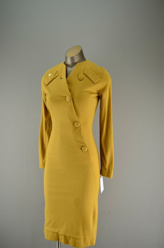Late 50s Fredericks of Hollywood mustard wiggle dress size x-small Bombshell Hourglass Mad Men