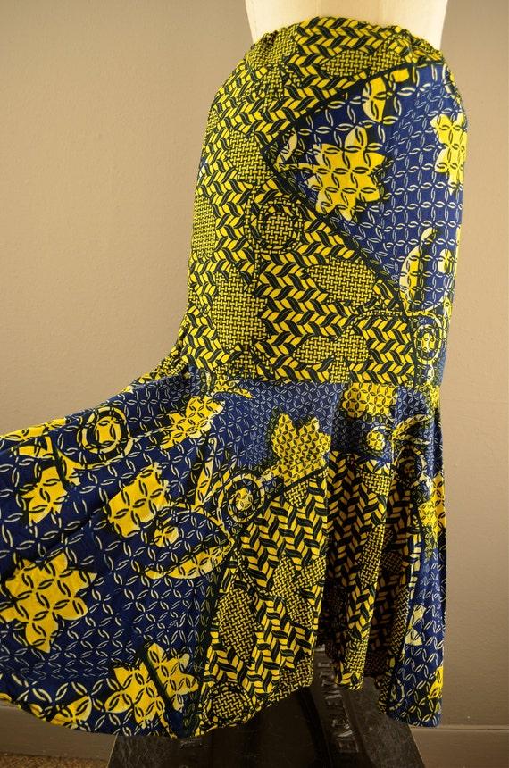 1970s batik skirt  cotton print festival 70s mermaid skirt Size medium