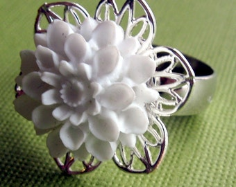 White Flower Ring, Adjustable Fower Ring, Bridal Ring, Bridesmaid Rings, Bridal Jewelry, Wedding Jewelry