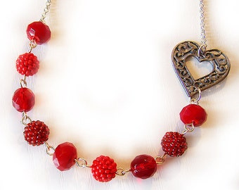 Red Glass Beads Beadwork Necklace - Love me Valentine Necklace - Red Berry Beaded Heart Necklace