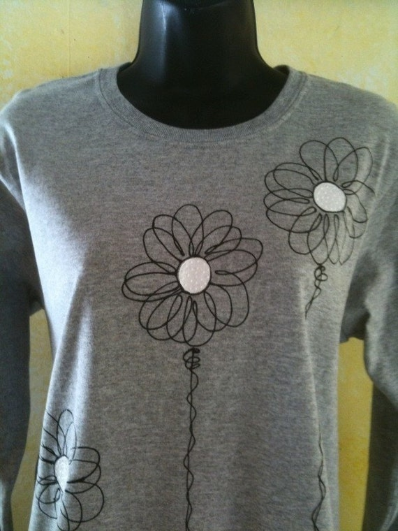 Sm To 3X Ladies Wired Daisy Gray Long Sleeve Tee