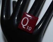 Q scrabble tile letter ring